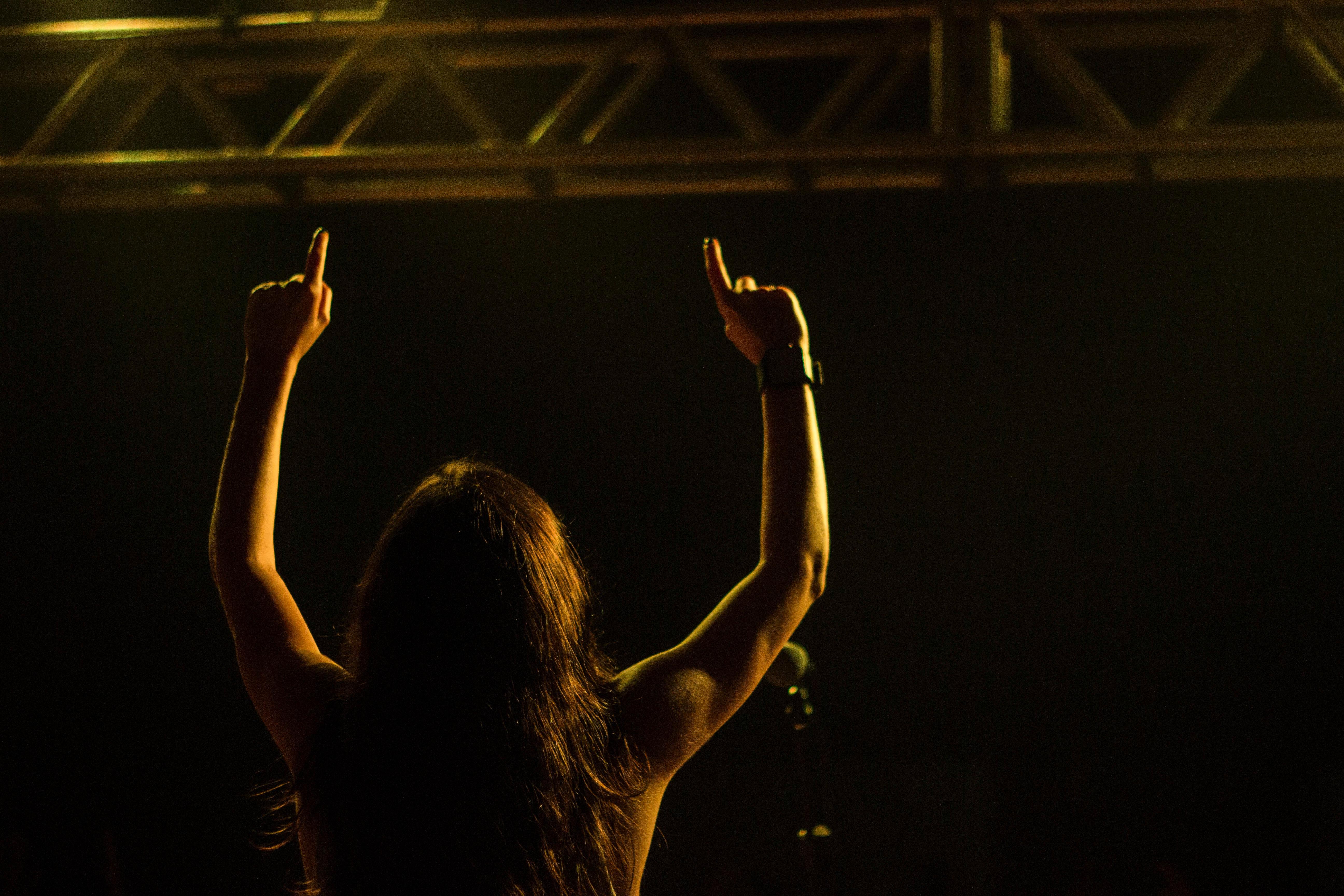 benefits of singing posture
